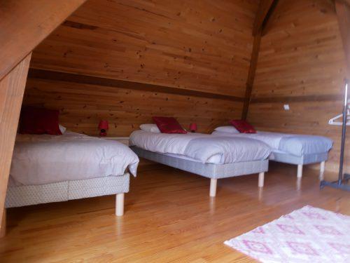 Gîte Flavye à Apprieu kids friendly, idéal pour week-ends et vacances en famille. Dortoir pour les enfants, six lits une place