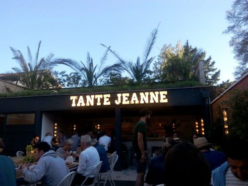 Restaurant Tante Jeanne idéal pour sorties en famille à Hossegor. Vue terrasse.