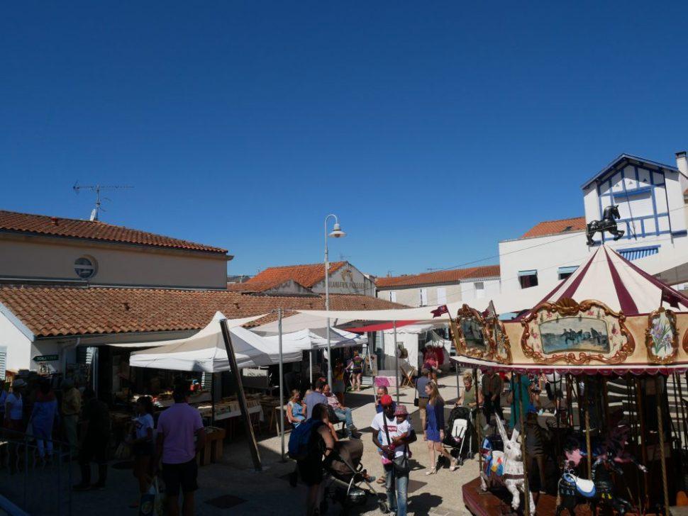 Fouras les bains en Charente Maritime, pour vacances en famille au bord de l'océan. Place du marché
