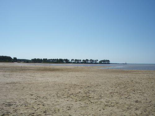 L'île aux enfants à Hourtin port, une sortie en famille kids friendly. La plage