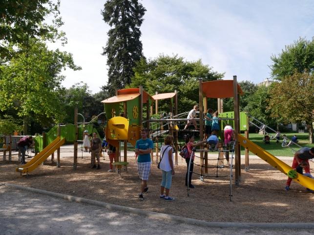 le-jardin-des-plantes-toulouse-aire-de-jeux-cote-3-ans-et-plus - Copie