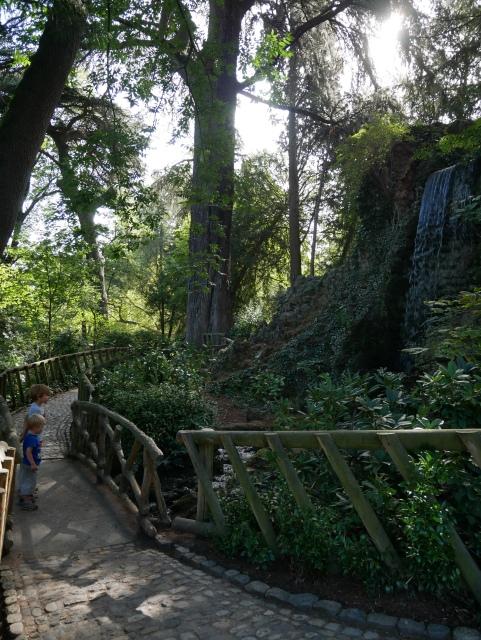 le-jardin-des-plantes-toulouse-la-cascade