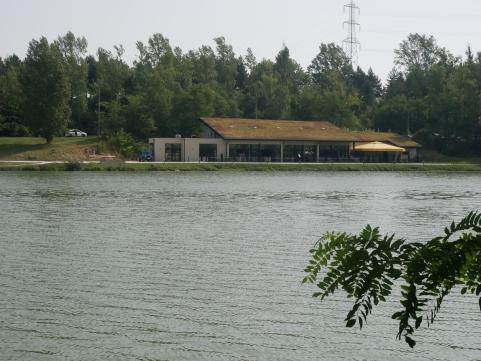 Lac-de-Flourens-Vue-sur-restaurant-le-kabestan