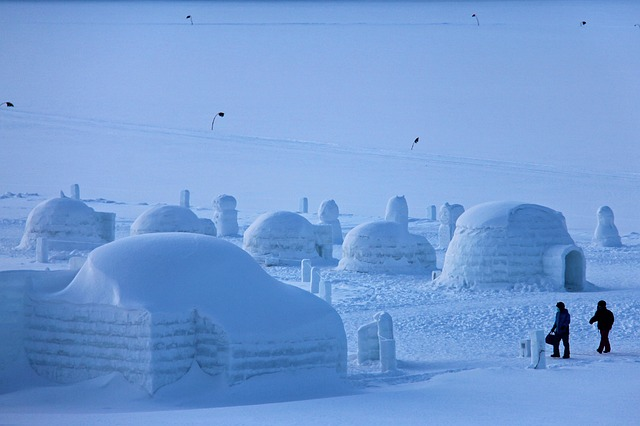 Neige-en-famille-pyrenees-construire-igloo