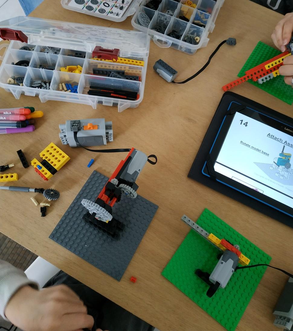bricks4kidz_toulouse_est_atelier_parents_enfants_boite_Lego